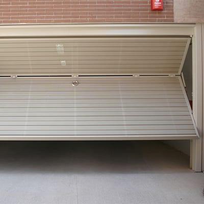 Automatización de puertas basculantes